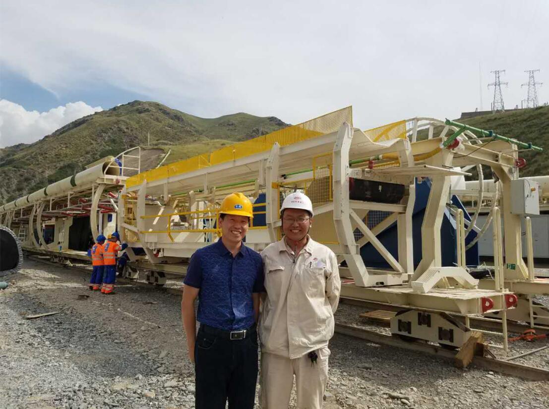 九洲橡胶领导在中国水利水电第三工程局有限公司ABH输水隧洞Ⅲ标工程项目部